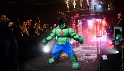 Denys Berinchyk walks in the ring as Hulk (photos + video)